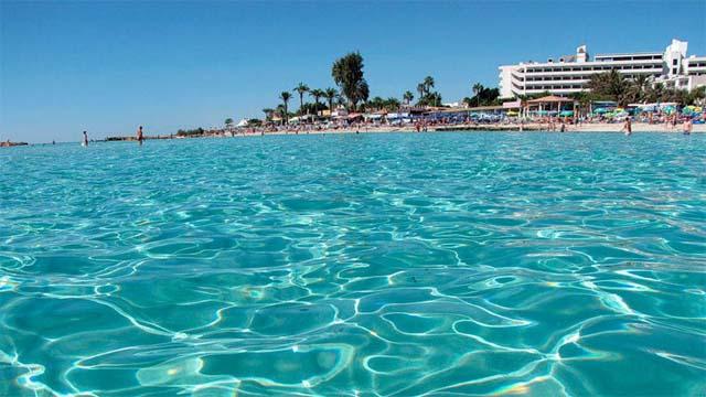 Кипрская Айя Напы знаменита не только своими пляжами