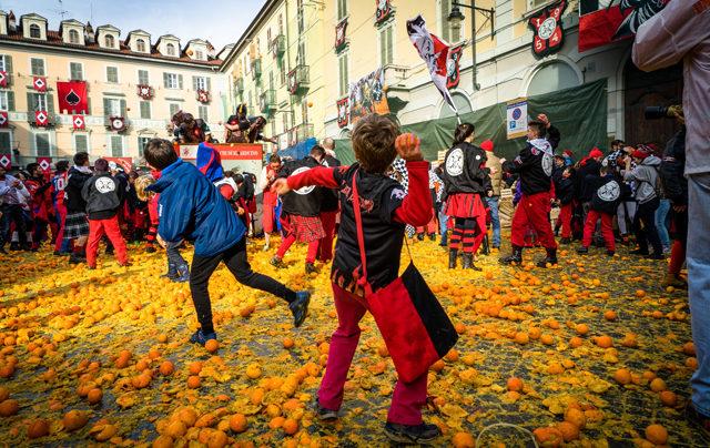 Когда проходит битва апельсинов в итальянском городе Ивреа?