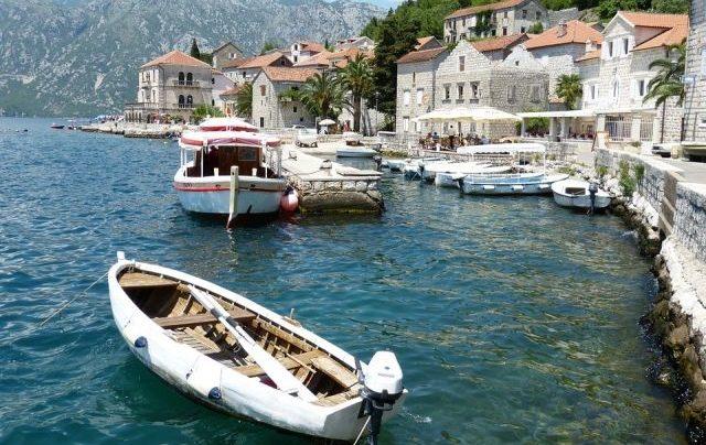 Власти Черногории отказываются принимать российских туристов