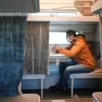 Названы популярные маршруты для путешествий на поезде на 23 февраля